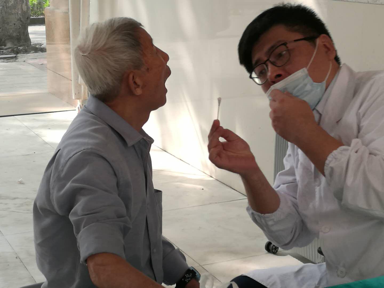 汕头口腔医学中心走进社区开展口腔健康科普活动